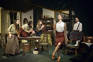 רוקדים בלונאסה Dancing at Lughnasa